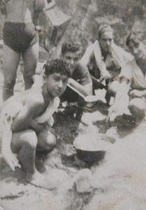 Léon Attia au camp des Éclaireurs israélites de Blida à Zéralda, 1941.