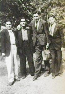 Boufarik, avril 1946. Élie Chaïa et trois camarades en tournée pour l'UJDA.