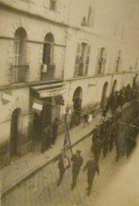 Défilé des troupes anglaises à Blida, novembre 1942.