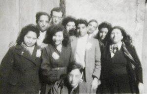 Alger, début 1946. Des jeunes communistes parmi lesquels Jean Timsit, Huguette Timsit, Arlette Nabet et Yvette Bacri.
