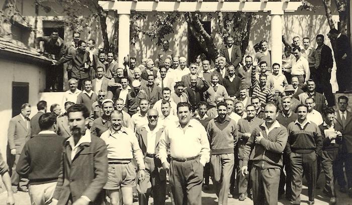 Rassemblement des internés du camp de Lodi le 1er mai 1957.