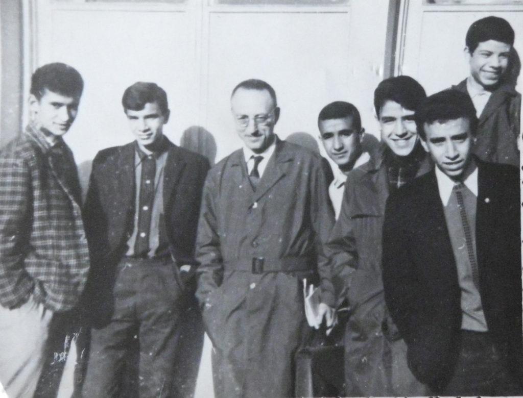 Alger, à l'indépendance. Lucien Hanoun et ses élèves.